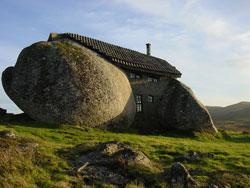 疯狂的葡萄牙菲山石屋